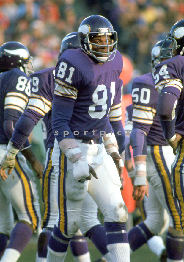 Minnesota Vikings Carl Eller (81) during a game from his career with the Minnesota Vikings. Carl Eller played for 16 seasons with 3 different team, was a 6-time Pro Bowler and was inducted into the Pro Football Hall of Fame in 2004.(SportPics)