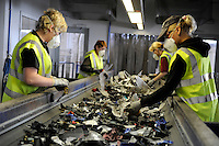 DEUTSCHLAND, Hamburg , Firma TCMG verwertet und recycelt alte Elektro u. Elektronikgeraete gemaess ElektroG fuer Behandlung von Elektroschrott | GERMANY HAMBURG recycling of electronic scrap at electronic recycling company TCMG
