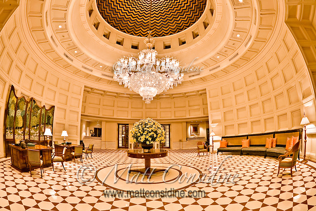 Illuminated interior entrance hall of the hotel Oberoi Amarvilas in Agra.<br /> (Photo by Matt Considine - Images of Asia Collection)