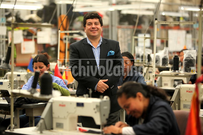 Miguel Caballero, prendas de vestir blindadas fabricadas en Bogot&aacute; COlombia<br /> <br /> Bullet proof clothes factory by Miguel Caballero in Bogota, Colombia, who adapted casual and light outfits to security demands