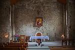 Łopienka, 2013-10-12 (woj.podkarpackie). Grekokatolicka cerkiew św. Męczennicy Paraskewii w Łopience. Ołtarz z kopią ikony Matki Boskiej