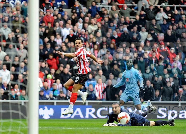 Sunderland's Kieran Richardson scores his goal.
