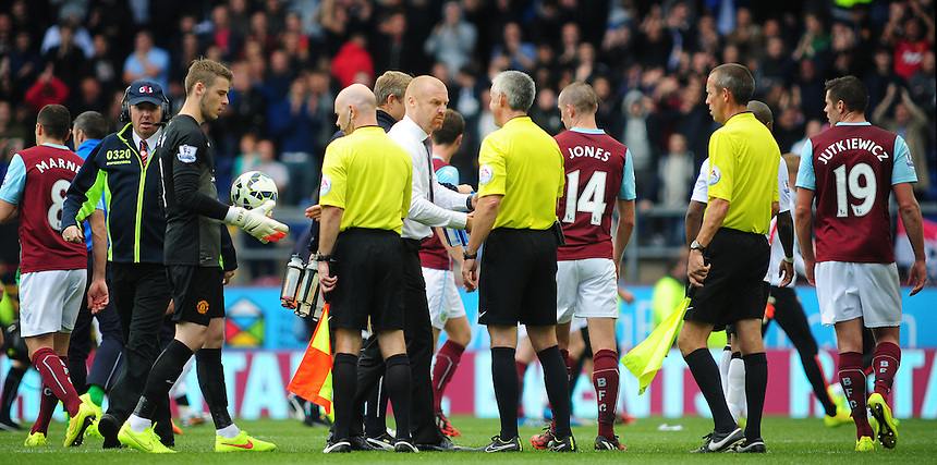 Burnley manager Sean Dyche shakes the hand of Referee Chris Foy at the final whistle<br /> <br /> Photographer Chris Vaughan/CameraSport<br /> <br /> Football - Barclays Premiership - Burnley v Manchester United - Saturday 30th August 2014 - Turf Moor - Burnley<br /> <br /> &copy; CameraSport - 43 Linden Ave. Countesthorpe. Leicester. England. LE8 5PG - Tel: +44 (0) 116 277 4147 - admin@camerasport.com - www.camerasport.com