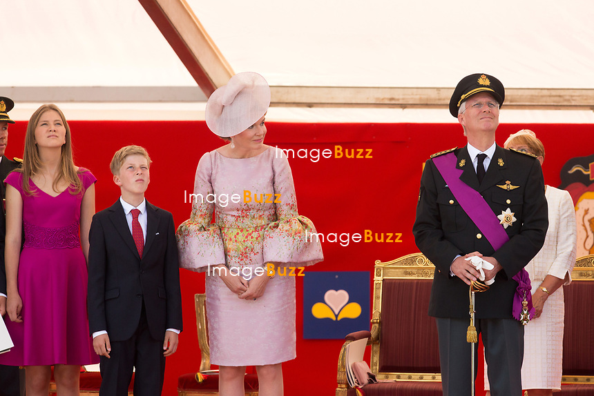 Le Roi Philippe de Belgique, la Reine Mathilde de Belgique, la princesse Elisabeth, le prince Gabriel, le prince Emmanuel et la princesse El&eacute;onore, le prince Laurent de Belgique, la Princesse Claire de Belgique, la princesse Astrid de Belgique et le prince Lorenz de Belgique assistent au d&eacute;fil&eacute; militaire, &agrave; l'occasion de la f&ecirc;te Nationale belge.<br /> Belgique, Bruxelles, 21 juillet 2017<br /> King Philippe of Belgium, Queen Mathilde of Belgium and their children Princess Eleonore, Prince Gabriel , Crown Princess Elisabeth Prince Emmanuel and Prince Laurent of Belgium, Princess Claire of Belgium, Princess Astrid of Belgium, Prince Lorenz of Belgium  pictured  during the military parade on the Belgian National Day, in Brussels.<br /> Belgium, Brussels, 21 July 2017<br /> Pic : Crown Princess Elisabeth, Prince Emmanuel, Queen Mathilde of Belgium, King Philippe of Belgium
