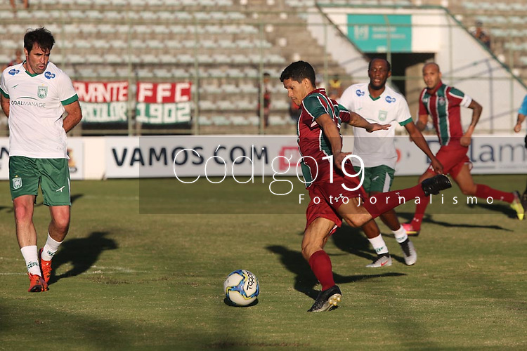 O jogador Magno Alves do Fluminense durante partida contra o Gama na Copa Internacional de Futebol Legends, no Estádio Bezerrão, nessa terça-feira (18). (Foto: Anderson Papel/Código19)