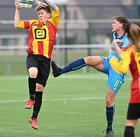 20191005  -  Diksmuide , BELGIUM : KV Mechelen's Shauny Polfliet pictured with FWDM's Sofie Huyghebaert during a footballgame between the womensoccer teams from Famkes Westhoek Diksmuide Merkem and KV Mechelen Ladies A , on the 5th matchday in the first division , 1e nationale , in Diksmuide - Belgium - saturday 5th october 2019 . PHOTO DAVID CATRY   Sportpix.be