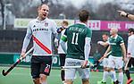 AMSTELVEEN -  Teun Rohof (Adam) met Jeroen Hertzberger (R'dam)  tijdens de hoofdklasse competitiewedstrijd heren, AMSTERDAM-ROTTERDAM (2-2). COPYRIGHT KOEN SUYK