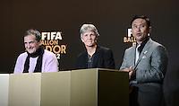 Fussball International  FIFA Ballon d Or / Frauen -Trainer des Jahres 2012  Pressekonferenz   07.01.2013 Trainer Bruno Bini (Frankreich), Trainerin Pia Sundhage (Schweden) und Trainer Norio Sasaki (v.li., Japan)