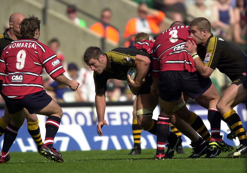 Photo: Richard Lane..Gloucester v London Wasps. Zurich Premiership Final 2003 at Twickenham. 31/05/2003..Simon Shaw attacks.