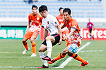 Urawa Reds Forward Muto Yuki (L) fights for the ball with Jeju United Defender Kim Wonil (R) during the AFC Champions League 2017 Round of 16 match between Jeju United FC (KOR) vs Urawa Red Diamonds (JPN) at the Jeju Sports Complex on 24 May 2017 in Jeju, South Korea. Photo by Yu Chun Christopher Wong / Power Sport Images