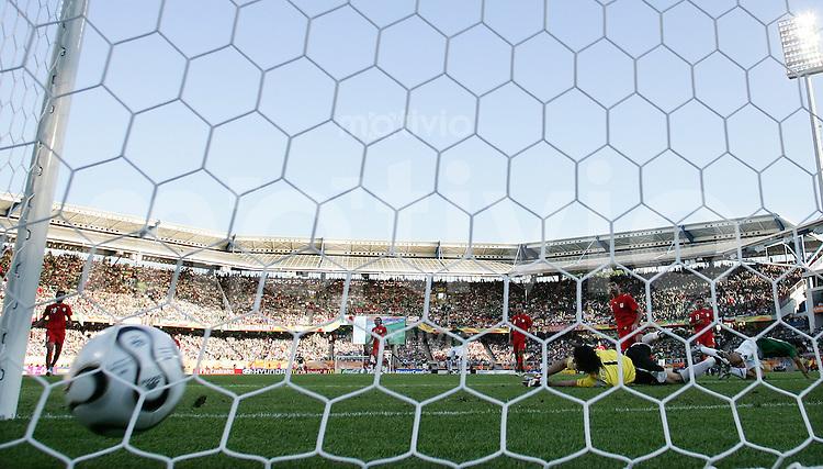 Fussball WM 2006  Gruppenspiel  Vorrunde 1  Gruppe D Mexiko 3-1 Iran Tor zum 2-1 durch Omar Bravo (MEX)