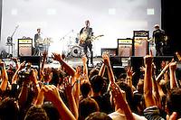 SAO PAULO, SP, 30.09.2014 - SHOW FRANZ FERDINAND - Grupo Escoces Franz Ferdinand, durante apresentaçao na casa de espetáculos Espaço das Américas na regiao oeste da cidade de Sao Paulo, na noite desta terça - feira, 30 . (Foto: Andre Hanni /Brazil Photo Press).