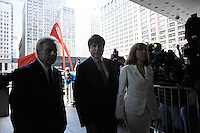 Former Illinois Governor Rod Blagojevich enters the Dirksen Federal Building with his wife Patti Blagojevich to hear the verdict in his retrial on corruption charges in Chicago, Illinois on June 27, 2011.