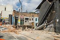 SAO PAULO,SP, 01 DE MARCO DE 2013 - DESABAMENTO DE PREDIO- RECALDO - Defesa Civil da Cidade de Sao Paulo, interdita predio que desabou na noite de quinta-feira (28) no bairro da Liberdade, zona cental da capital. FOTO RICARDO LOU - BRAZIL PHOTO PRESS
