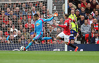 Pictured L-R: Swansea goalkeeper Lukasz Fabianski chased by Wayne Rooney of Manchester United. Saturday 16 August 2014<br />