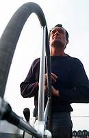 Eric Tabarly sur Pen Duick VI, vainqueur de la Transat en solitaire 1976