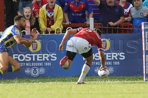 July 1st 2017, Beaumont Legal Stadium, Wakefield, England; The Betfred Super Leauge; Wakefield Trinity versus Warrington Wolves; Ben Jones-Bishop of Wakefield Trinity breaks the defensive line and scores a try
