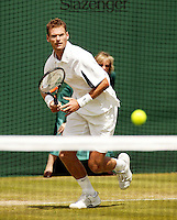 27-06-2004, London, tennis, Wimbledon, Sjeng Schalken in zijn partij tegen Enqvist