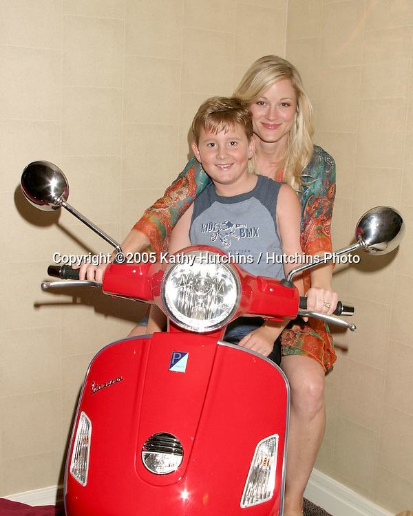 Teri Polo and her soon to be Step-son.GBK Productions Emmy Gifting Lounge.Sofitel Hotel.August 24, 2006.©2006 Kathy Hutchins / Hutchins Photo....                 .