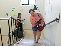 Leah Wolf '15 helps first-years move into Stewart-Cleland Hall (Stewie) during Occidental College Orientation, Aug. 22, 2014. (Photo by Marc Campos, Occidental College Photographer)
