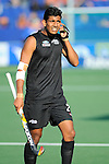 The Hague, Netherlands, June 01: Arun Panchia #24 of New Zealand listens to head coach Colin Batch of New Zealand during the field hockey group match (Men - Group B) between the Black Sticks of New Zealand and Korea on June 1, 2014 during the World Cup 2014 at GreenFields Stadium in The Hague, Netherlands. Final score 2:1 (1:0) (Photo by Dirk Markgraf / www.265-images.com) *** Local caption ***