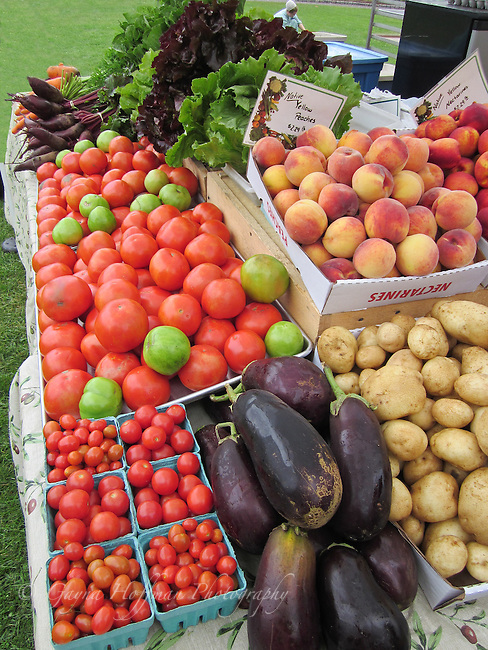 Farmers market with vegetables and fruits.