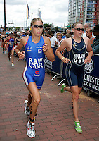 30 JUL 2006 - SALFORD, GBR - Vanessa Raw and Vicky Holland run shoulder to shoulder during the 2006 Salford ITU World Cup round.(PHOTO (C) NIGEL FARROW)