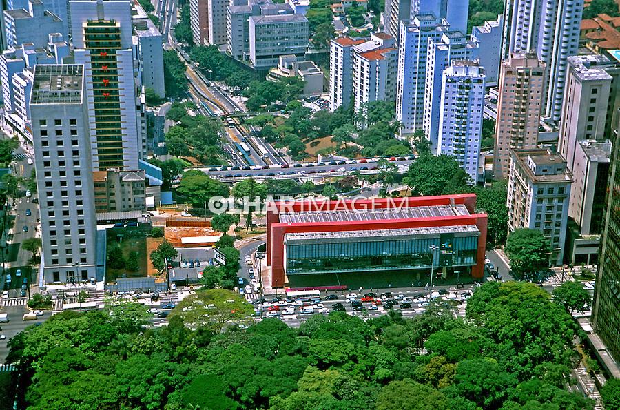 Aerea da Avenida Paulista e Museu de Arte de São Paulo. São Paulo. 1990. Foto de Juca Martins.