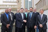 AFVD und IFAF Präsident Robert Huber mit IFAF Präsident Tommy Wiking bei den Friedensverhandlungen zwischen dem Europäischem und Internationalen American Football Verband, dabei Marc Soumah (Frankreich), Peter Springwald, Rope Noronen (Finnland), Thomas Meyer (AFVD) , Shigeyuki Watambe (Japan)