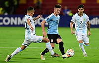 BUCARAMANGA – COLOMBIA, 03-02-2020: Agustin Urzi y Claudio Bravo de Argentina disputan el balón con Facundo Waller de Uruguay durante partido entre Argentina U-23 y Uruguay U-23 por el cuadrangular final como parte del torneo CONMEBOL Preolímpico Colombia 2020 jugado en el estadio Alfonso Lopez en Bucaramanga, Colombia. / Agustin Urzi and Claudio Bravo of Argentina fight the ball with Facundo Waller of Uruguay during the match between Argentina U-23 and Uruguay U-23 for for the final quadrangular as part of CONMEBOL Pre-Olympic Tournament Colombia 2020 played at Alfonso Lopez stadium in Bucaramanga, Colombia. Photo: VizzorImage / Julian Medina / Cont