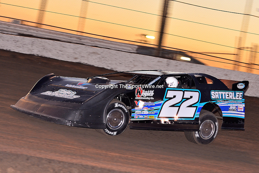 Feb 17, 2014; 6:26:01 PM;  Barberville, FL, USA;  World of Outlaws Late Model Series for 43rd Annual DIRTcar Nationals presented by Summit Racing Equipment at Volusia Speedway Park.  Mandatory Credit: (thesportswire.net)