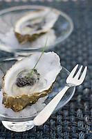 """Europe/France/Aquitaine/33/Gironde/Bassin d'Arcachon /Gujan-Mestras: Huitres du Bassin en Gelée, au Caviar d'Aquitaine recette de Thierry Renou chef du restaurant """"La -Guérinière"""""""