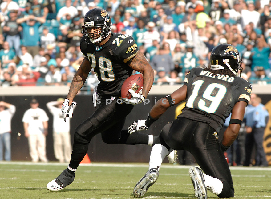 FRED TAYLOR of the Jacksonville Jaguars during their game  against the Indianapolis Colts on December 10, 2006 in Jacksonville, FL...Jaguars win 44-17..DAVID DUROCHIK / SPORTPICS
