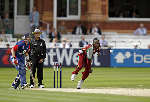 1 July 2007: West Indies bowler Fidel Edwards bowling during the first Natwest series one day International between England and West Indies at Lords. England won the match by 79 runs Photo: Neil Tingle/Action Plus...070701 cricket cricketer