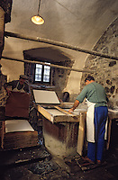 Europe/France/Auverne/63/Puy-de-Dôme/Env. d'Ambert/Moulin Richard-de-Bas : Musée historique du papier - Fabrication artisanale du papier // Europe, France, Auverne, Puy-de-Dôme, Env. d'Ambert: Richard de Bas paper mill and museum