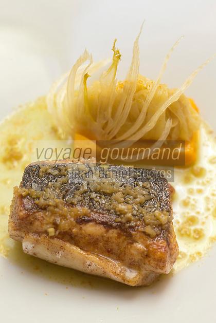 Europe/France/Bretagne/56/Morbihan/Kervignac: Dos de bar rôti sur la peau avec fenouil confit, recette d' Olivier Beurné  du Château de Locguenolé