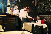 San Pietroburgo: camerieri in un ristorante