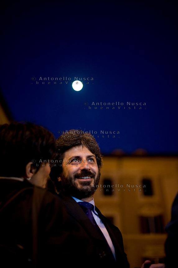 Roberto Fico, deputato del Movimento 5 Stelle durante la manifestazione in Piazza di Montecitorio per protestare contro l'elezione a Presidente della Repubblica di Franco Marini e Giorgio Napolitano.