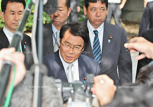 August 15, 2012, Tokyo, Japan - Chairman of the National Public Safety Commission, Jin Matsubara(C) visits Yasukuni Shrine to pay his respects for the war dead on August 15, 2012 in Tokyo, Japan. (Photo by AFLO)