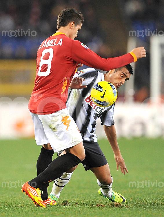 FUSSBALL INTERNATIONAL   SERIE A   SAISON 2011/2012    AS Rom - Juventus Turin  12.12.2011 Erik Lamela (li, AS Rom) gegen Arturo Erasmo Pardo Vidal (Juventus Turin)