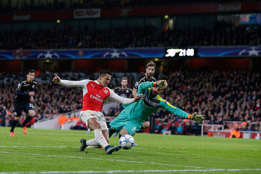 GOAL - Arsenal's Alexis Sanchez scores his sides third goal past Dinamo Zagreb's Eduardo<br /> <br /> Photographer Craig Mercer/CameraSport<br /> <br /> Football - UEFA Champions League Group F - Arsenal v Dinamo Zagreb - Tuesday 24th November 2015 - Emirates Stadium - London<br /> <br /> &copy; CameraSport - 43 Linden Ave. Countesthorpe. Leicester. England. LE8 5PG - Tel: +44 (0) 116 277 4147 - admin@camerasport.com - www.camerasport.com