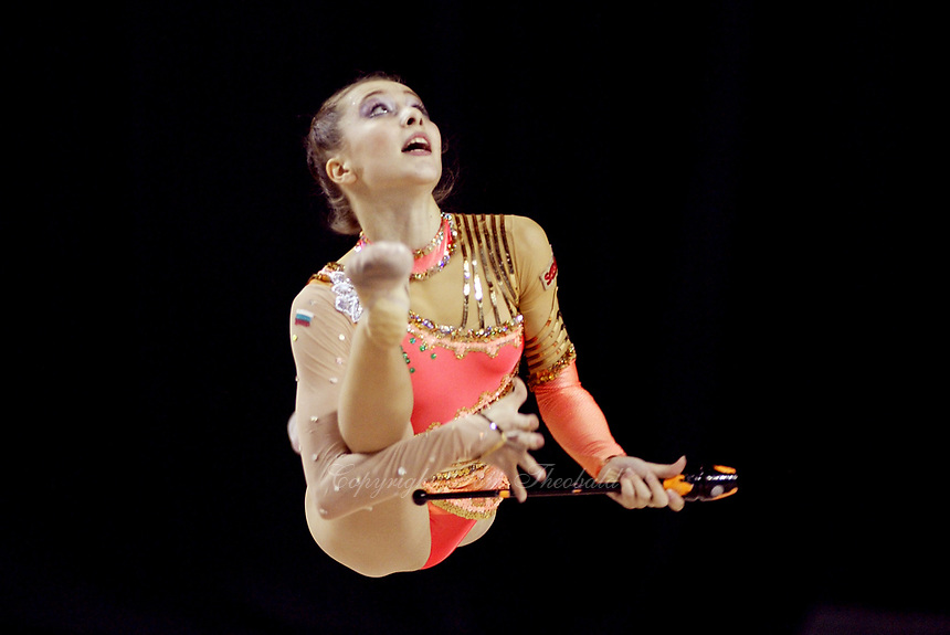 September 25, 2003; Budapest, Hungary; SYLVIA MITEVA of Bulgaria performs with clubs at 2003 World Championships.