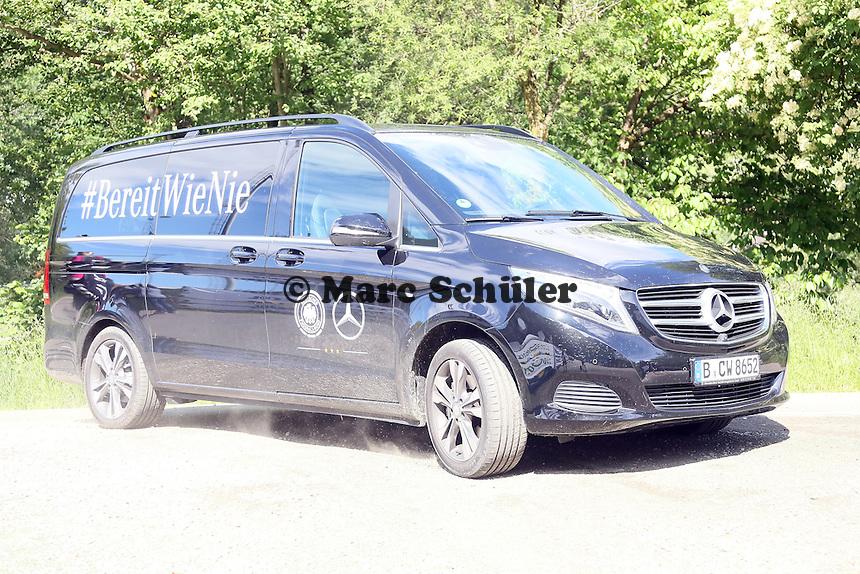DFB Shuttle bringt die Spieler - Training der Deutschen Nationalmannschaft  zur WM-Vorbereitung in St. Martin