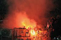 FUSSBALL   1. BUNDESLIGA  SAISON 2011/2012   11. Spieltag   29.10.2011 1.FSV Mainz 05 - SV Werder Bremen Feuer im Gaestefanblock der Coface Arena in Mainz, Werder Fans mit Pyros