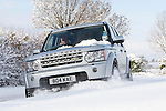 Pix: Shaun Flannery/shaunflanneryphotography.com...COPYRIGHT PICTURE>>SHAUN FLANNERY>01302-570814>>07778315553>>..1st December 2010...........Snowfall in the United Kingdom, December 2010..A Land Rover Discovery 4 tackles a snow covered country lane in Doncaster, South Yorkshire.
