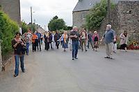 Chanteurs de kan an diskan chante en marchand sur le route