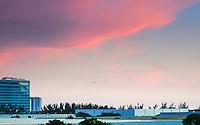 RIO DE JANEIRO, RJ, 22.02.2017 - CLIMA-RJ - Fim de tarde no Recreio dos Bandeirantes na zona oeste do Rio de Janeiro, na tarde desta segunda-feira (22). (Foto: Jayson Braga / Brazil Photo Press)