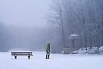 Europa, DEU, Deutschland, Nordrhein Westfalen, NRW, Rheinland, Niederrhein, Krefeld, Stadtwald, Stadtwaldweiher; Zugefroren, Deuss Tempel, Winter, Schnee, Eis, Sitzbank, Spaziergaenger, Kategorien und Themen, Architektur, Architektonisch, Architekturstil, Bauwerk, Gebaeude, Historisch, Architekturfoto, Architekturphoto, Architekturfotografie, Architekturphotographie, Natur, Naturfoto, Naturfotos, Naturfotografie, Naturphoto, Naturphotographie, Landschaft, Landschaften, Landschaftsfoto, Landschaftsfotografie, Landschaftsphoto, Landschaftsphotographie....[Fuer die Nutzung gelten die jeweils gueltigen Allgemeinen Liefer-und Geschaeftsbedingungen. Nutzung nur gegen Verwendungsmeldung und Nachweis. Download der AGB unter http://www.image-box.com oder werden auf Anfrage zugesendet. Freigabe ist vorher erforderlich. Jede Nutzung des Fotos ist honorarpflichtig gemaess derzeit gueltiger MFM Liste - Kontakt, Uwe Schmid-Fotografie, Duisburg, Tel. (+49).2065.677997, ..archiv@image-box.com, www.image-box.com]