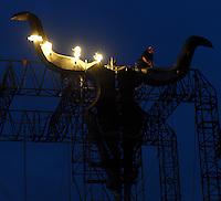 21st Wacken Open Air WOA  (5.8. - 7.8.2010) in Wacken (Germany , Schleswig-Holstein) - nearly 85000 metalheads celebrate their Mekka of metal - in picture: the symbol of the holy place - the skull - is being inflamed by a stage worker //  im Bild: das Symbol des Festivals , der Knochenschädel, wird von einem Bühnenarbeiter entzündet . Foto: Norman Rembarz..Norman Rembarz , Autorennummer 41043728 , Augustenstr. 2, 04317 Leipzig, Tel.: 01794887569, Hypovereinsbank: BLZ: 86020086, KN: 357889472, St.Nr.: 231/261/06432 - Jegliche kommerzielle Nutzung ist honorar- und mehrwertsteuerpflichtig! Persönlichkeitsrechte sind zu wahren. Es wird keine Haftung übernommen bei Verletzung von Rechten Dritter. Autoren-Nennung gem. §13 UrhGes. wird verlangt. Weitergabe an Dritte nur nach  vorheriger Absprache..