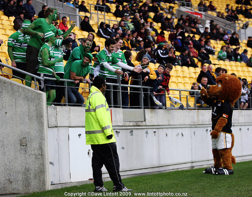 Turbos fans encourage Leo the Lion to join in the fun. Air NZ Cup - Wellington Lions v Manawatu Turbos at Westpac Stadium, Wellington, New Zealand. Saturday 3 October 2009. Photo: Dave Lintott / lintottphoto.co.nz